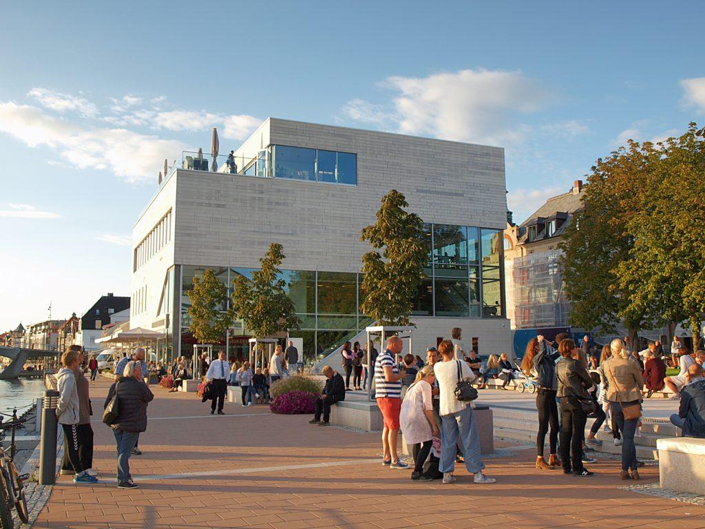 Litteraturhuset Fredrikstad ligger midt i sentrum og er 3000 kvadratmeter stort