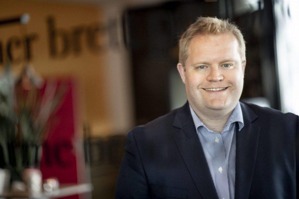 Lars Erling Olsen er professor ved Handelshøyskolen BI. Han er en av Norges ledende eksperter på merkevareledelse, markedskommunikasjon og forbrukeratferd. Olsen er en aktiv forsker og har publisert en rekke vitenskapelige artikler i ledende internasjonale tidsskrifter. Han jobber også som rådgiver for bedrifter som ønsker å bygge sterke merkevarer.