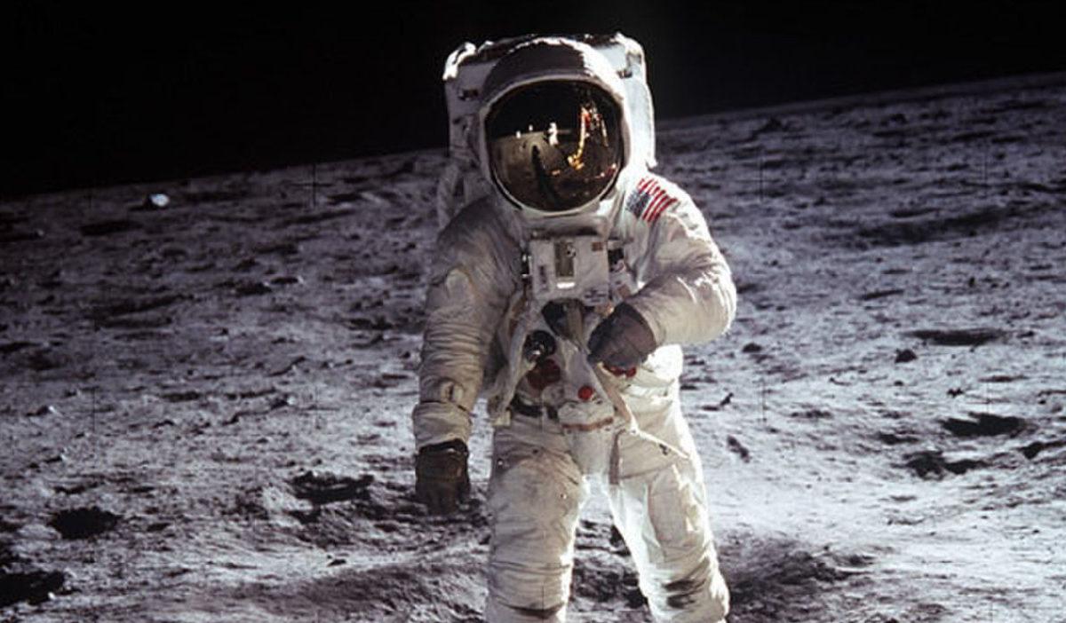 Bilde av en astronaut på månen