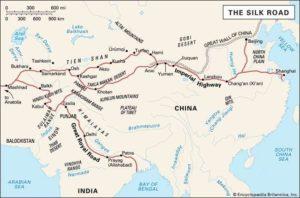 Kartet viser de gamle handelsrutene som dannet Silkeveien
