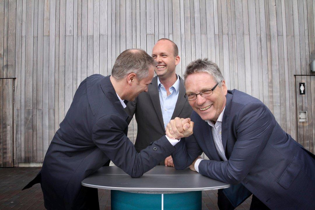 Østfold-ordførere i håndbakkamp. Fra venstre Jon-Ivar Nygård, Sindre Martinsen-Evje og Tjor Edquist.